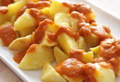 Patatas Bravas, la receta original de los bares de Madrid