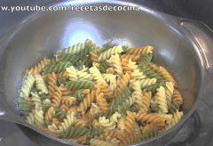 Receta para cocinar un plato de pasta a las Tres Delicias