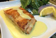 Vídeo-receta para cocinar un salmón en salsa Holandesa