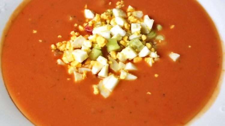 Cómo preparar un auténtico gazpacho andaluz – Receta Tradicional