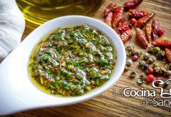 Cómo preparar la auténtica salsa de Chimichurri Argentina
