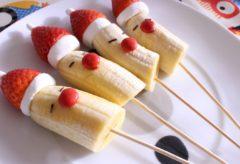 Cómo preparar Brochetas de frutas de navidad